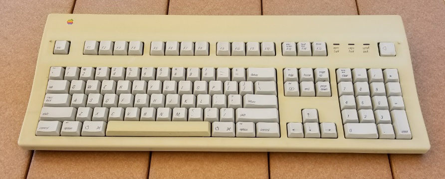 Old apple extended keyboard keyboard yellowing