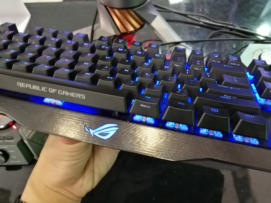 ROG Claymore Core lift front view