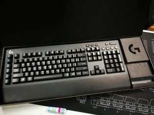 Logitech G613 inside the box
