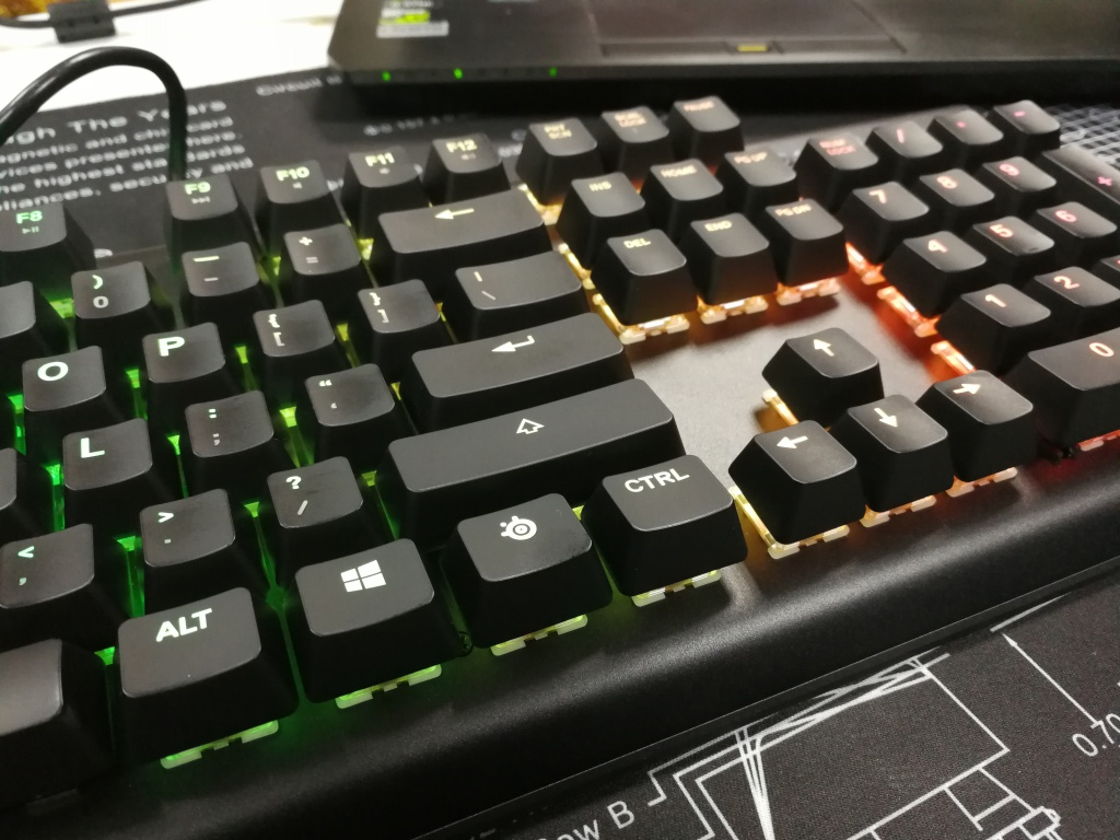 SteelSeries Apex M750 - Right Arrows